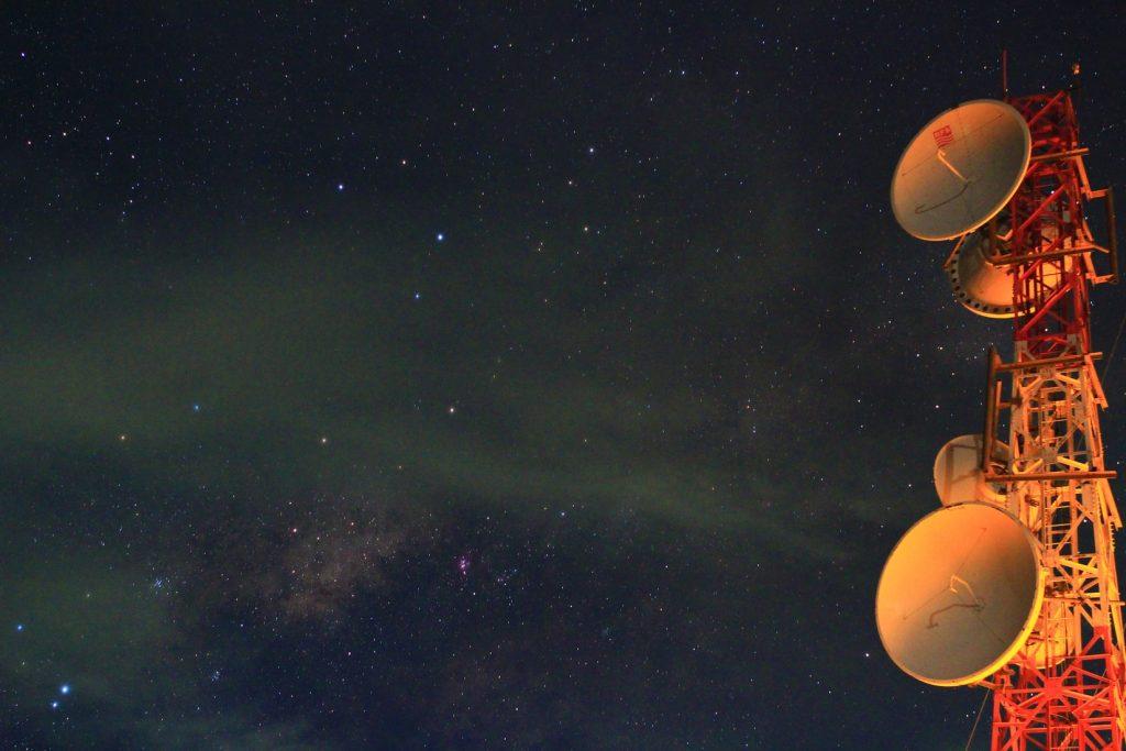 夜空とアンテナ